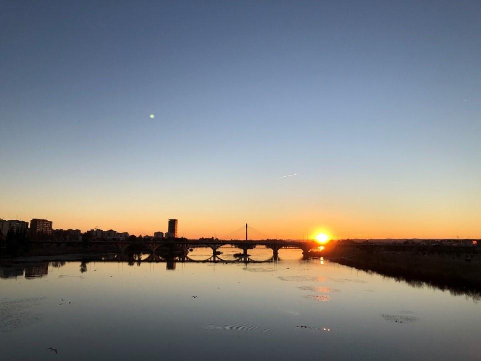 (Bordering Guadiana River, Badajoz and one of its amazing sunsets. Credits: Emilio R. Prado)