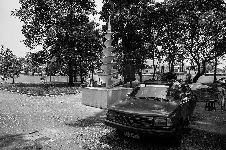 escultura Anhelos de paz, infinitos e irreversibles