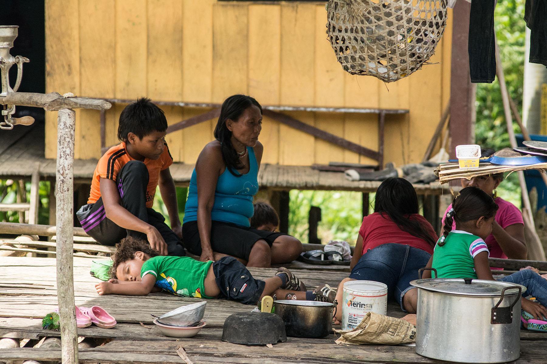 Familia embera, Puerto Echeverry