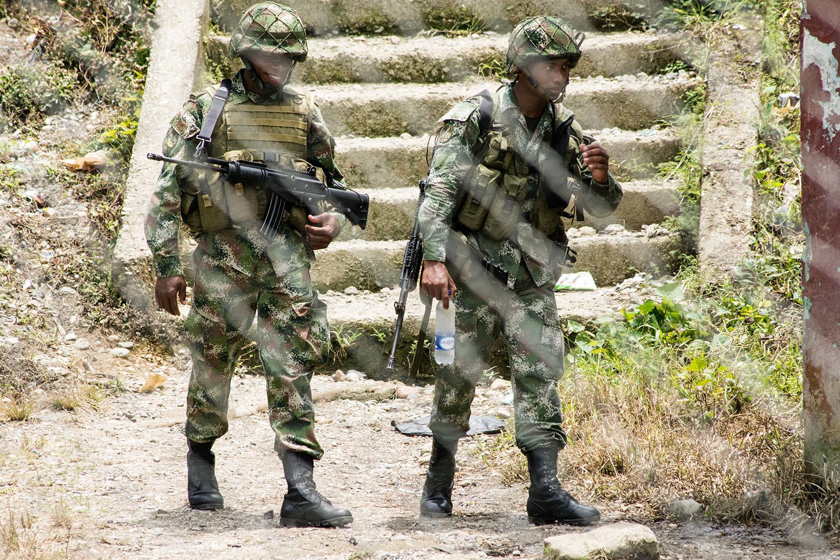 Soldados en Puerto Meluk