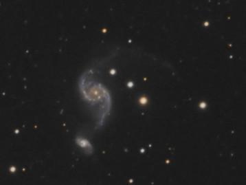 NGC 2535-36, un couple en pleine crise de la quarantaine :)