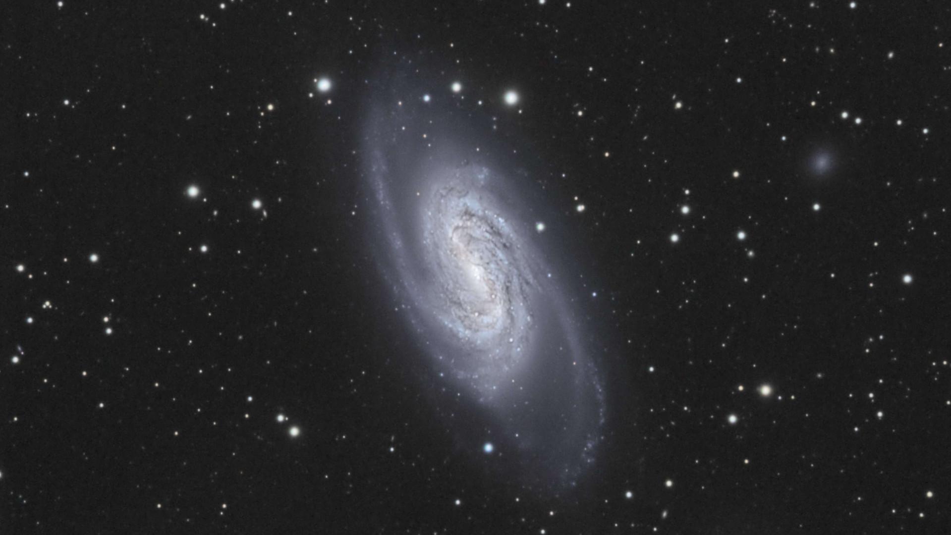 NGC 2903 NGC 2905 Jean-Brice GAYET.jpg