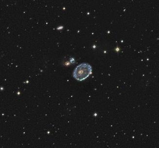 La Roue de Charrette est l'archétype de la classe des Galaxies Collisionnelles à Anneau.