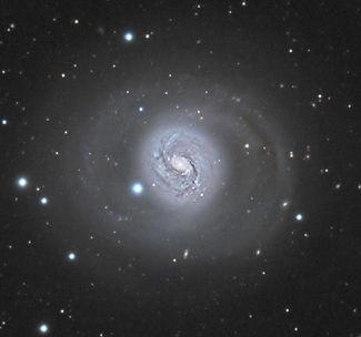 Les galaxies Seyfert sont caractérisées par un noyau extrêmement brillant et compact, représentant l'une des plus grandes sources de rayonnement électromagnétique connues de l'Univers.