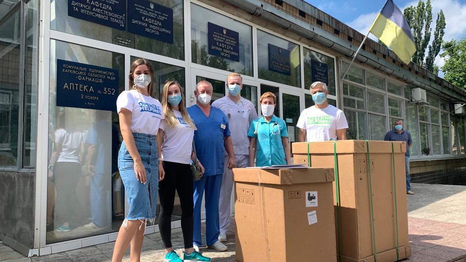 IT-компанія SoftServe передала Апарат штучної вентиляції легень та засоби захисту в лікарні Харкова
