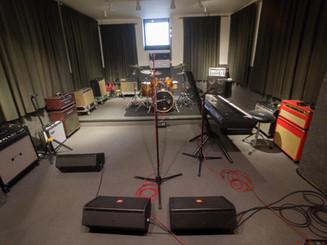 Studio 2 with keyboard