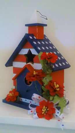 Flower patriotic birdhouse 2.jpg