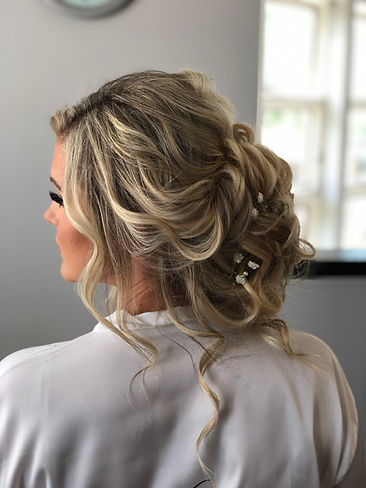 Gorgeous updo by Shinae
