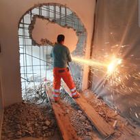 Ouverture d'une voûte dans le mur en béton armé (2/4)