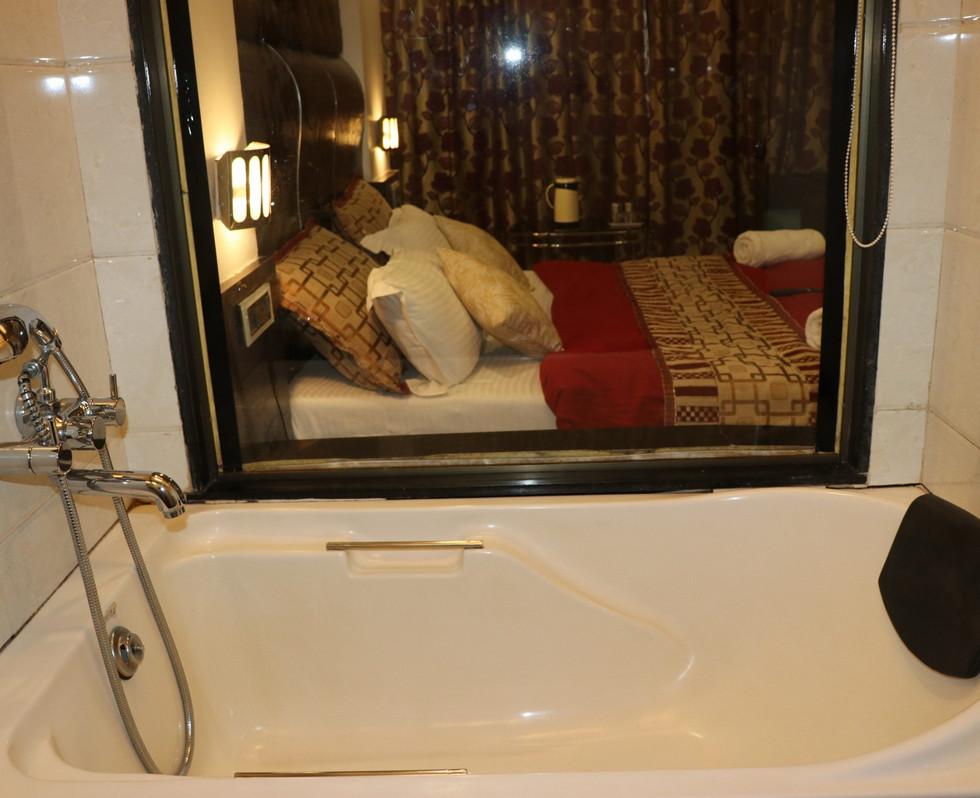 lotus bath tub.JPG