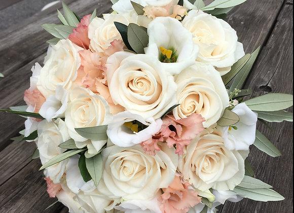 Brautstrauß aus Rosen, Lisianthus und Olivenzweige