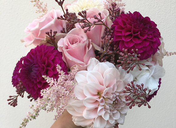 Brautstrauß aus Dahlien und Rosen