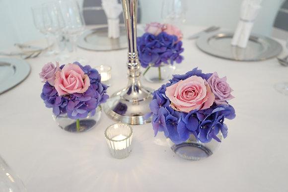 Sträußchen aus einer Hortensie und zwei Rosen