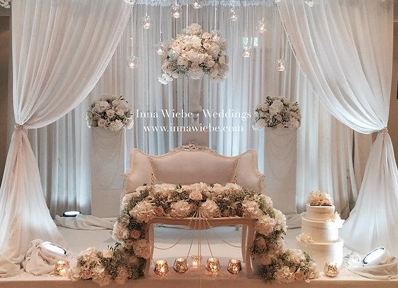 Brautpaartisch als Pavillon, Barockcouch u. Molton