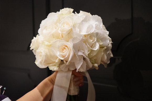 Brautstrauß aus Rosen und Hortensien groß