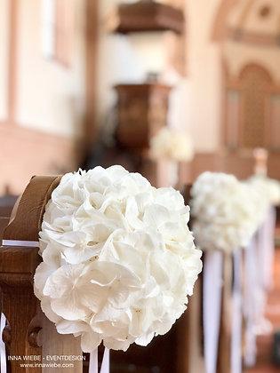 Hortensien für Kirchenbänke mit Schleifen