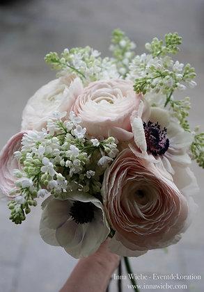 Brautstrauß aus Clooney, Flieder und Anemonen