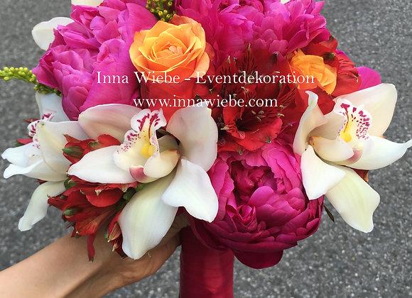 Brautstrauß aus Rosen, Pfingstrosen und Zymbidien