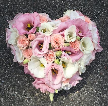 Ringkissen aus frischen Blumen
