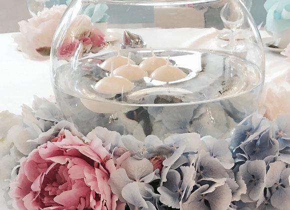 Gesteck unter der runden Vase