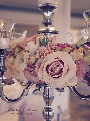 Blumenring auf dem Kerzenständer
