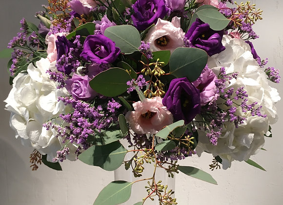 Blumenkugel mit feinem Eukalyptus