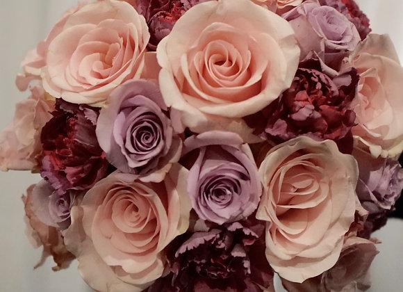 Brautstrauß aus Rosen und Nelken