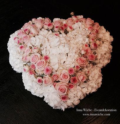 Autogesteck Herz gefüllt aus Hortensien, Rosen ...