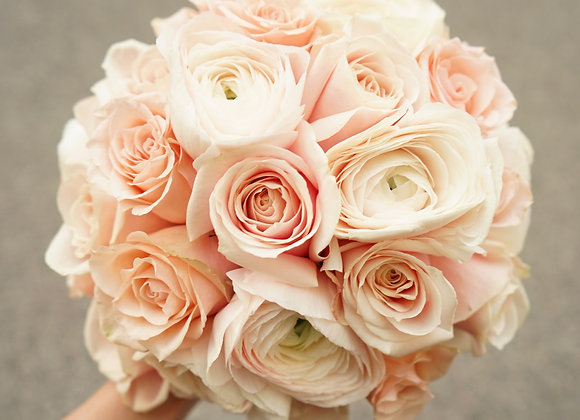 Brautstrauß aus Rosen und Ranunkeln