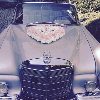 Autogesteck Herz aus Rosen und Nelken
