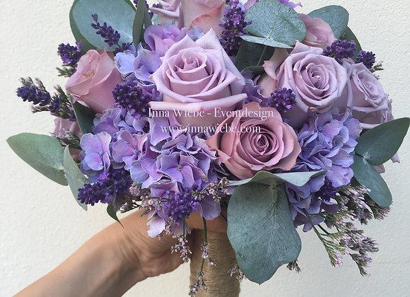 Brautstrauß aus Hortensien, Rosen und Lavendel