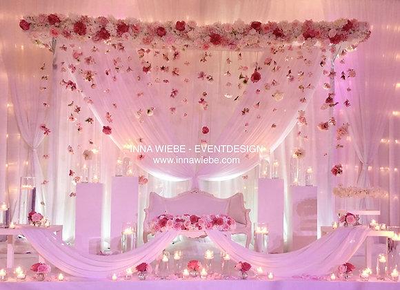 Brautpaartisch Barock mit Blütenhimmel