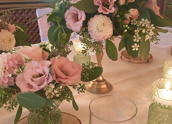 Blumenkugel Vintage auf goldenem Ständer