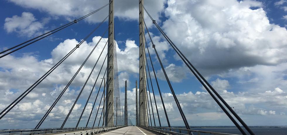 bridge-2472983_1920.jpg