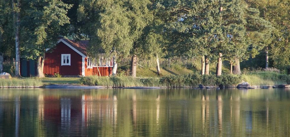 lake-900534_1920.jpg