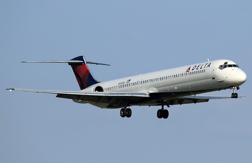Delta MD-88 on aproach