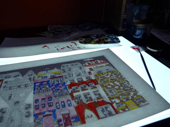 Les couleurs sont appliquées à la table lumineuse
