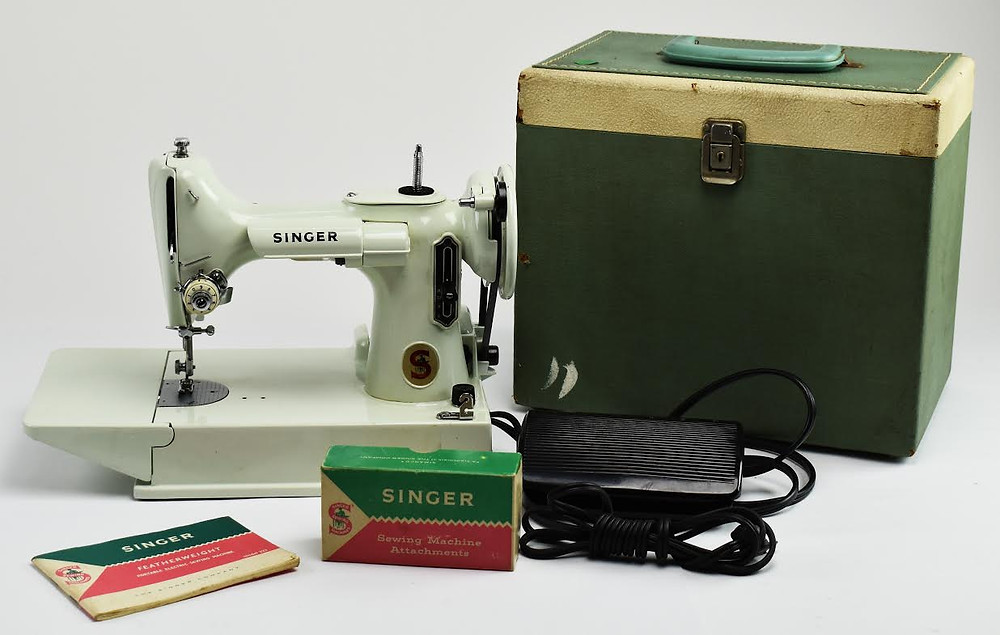 Singer Featherweight Sewing Machine Sold for $575 Shipped to Port St. Lucie, FL