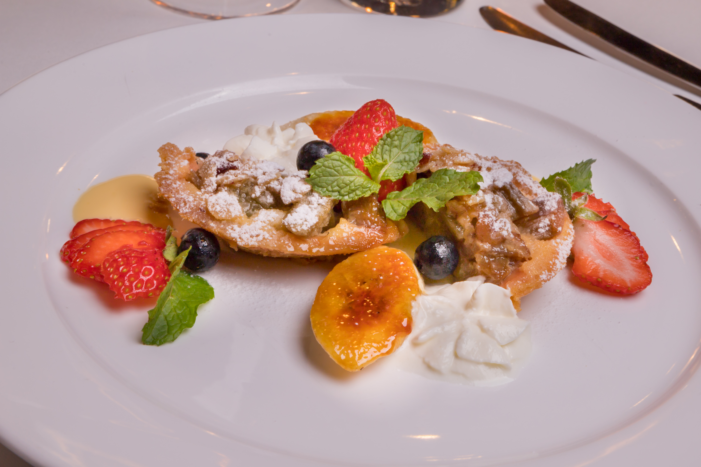 banana rhubarb crumble tart