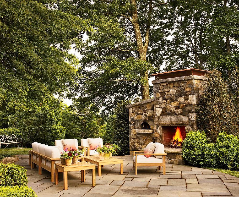 Poner una chimenea en el jardín: maxi chimenea en piedra irregular
