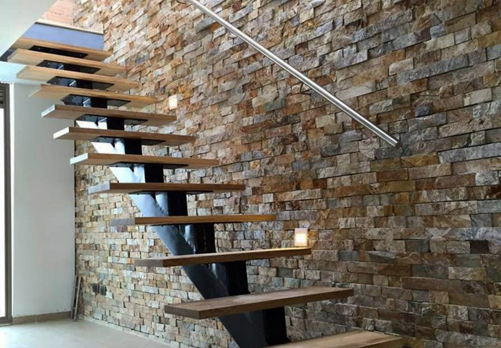 Paneles premontados de piedra natural en las escaleras