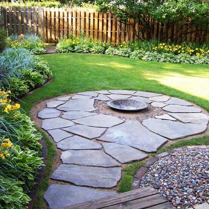 Decorar el jardín con piedras decorativas