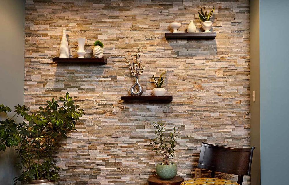 Paneles premontados de piedra natural en el salón