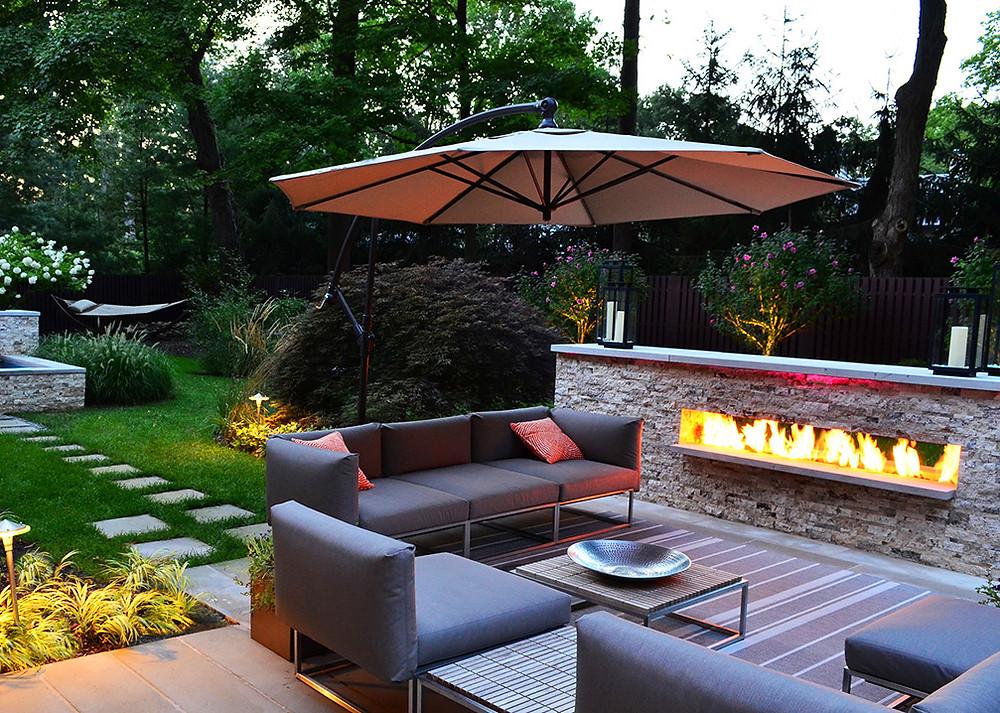Poner una chimenea en el jardín: una chimenea en la barra del bar