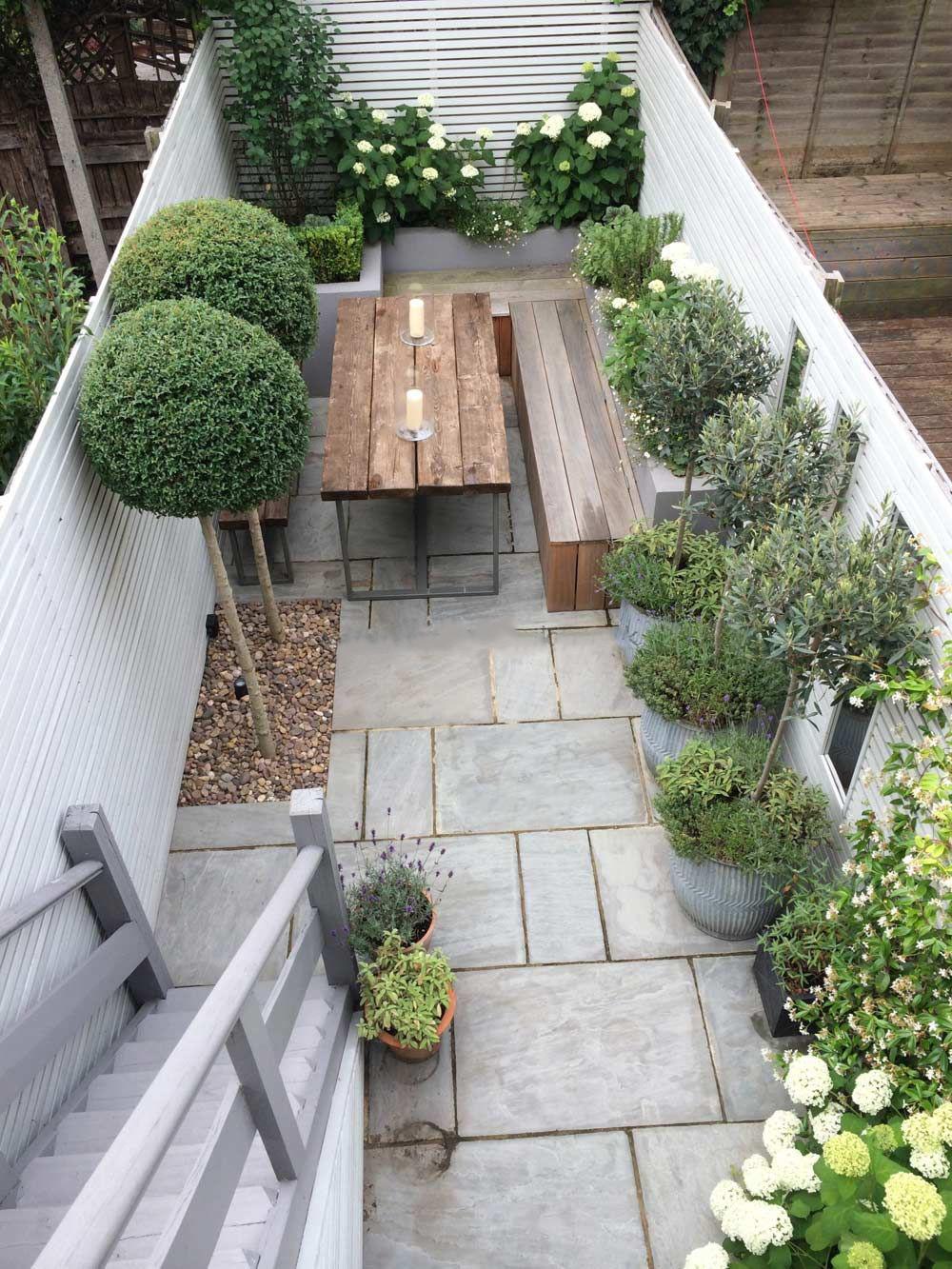 Trucos para decorar un jardín pequeño: Pequeña mesa con sillas