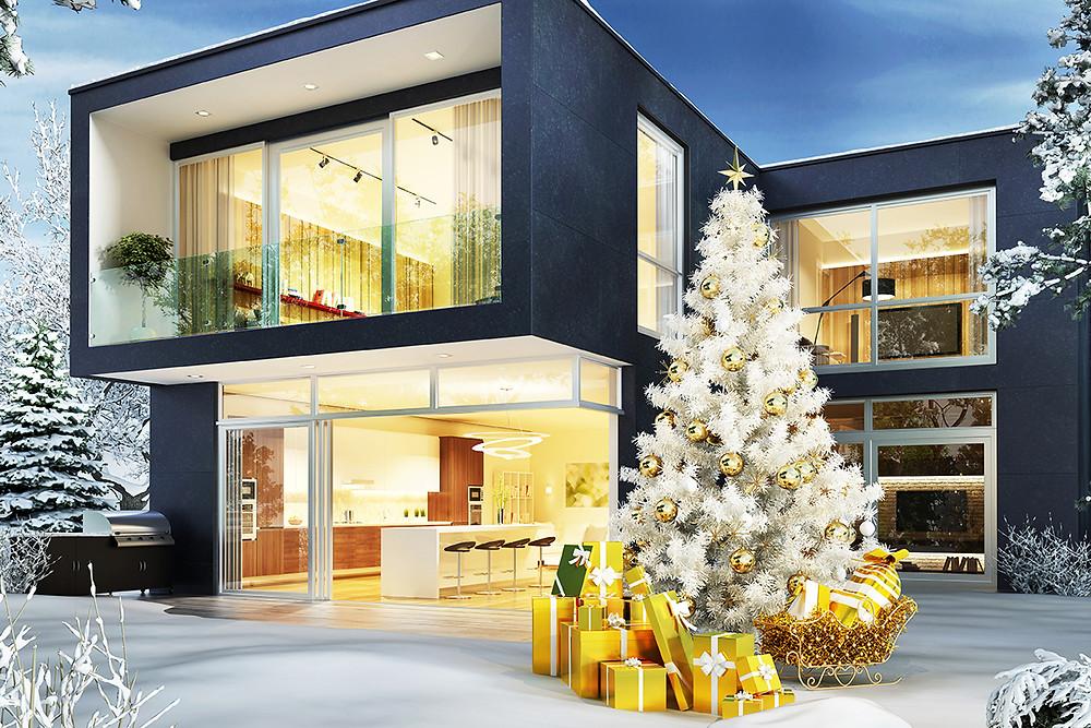 Decorar un jardín en Navidad con regalos