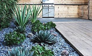 Decorar_el_jardín_con_piedra_decorativa