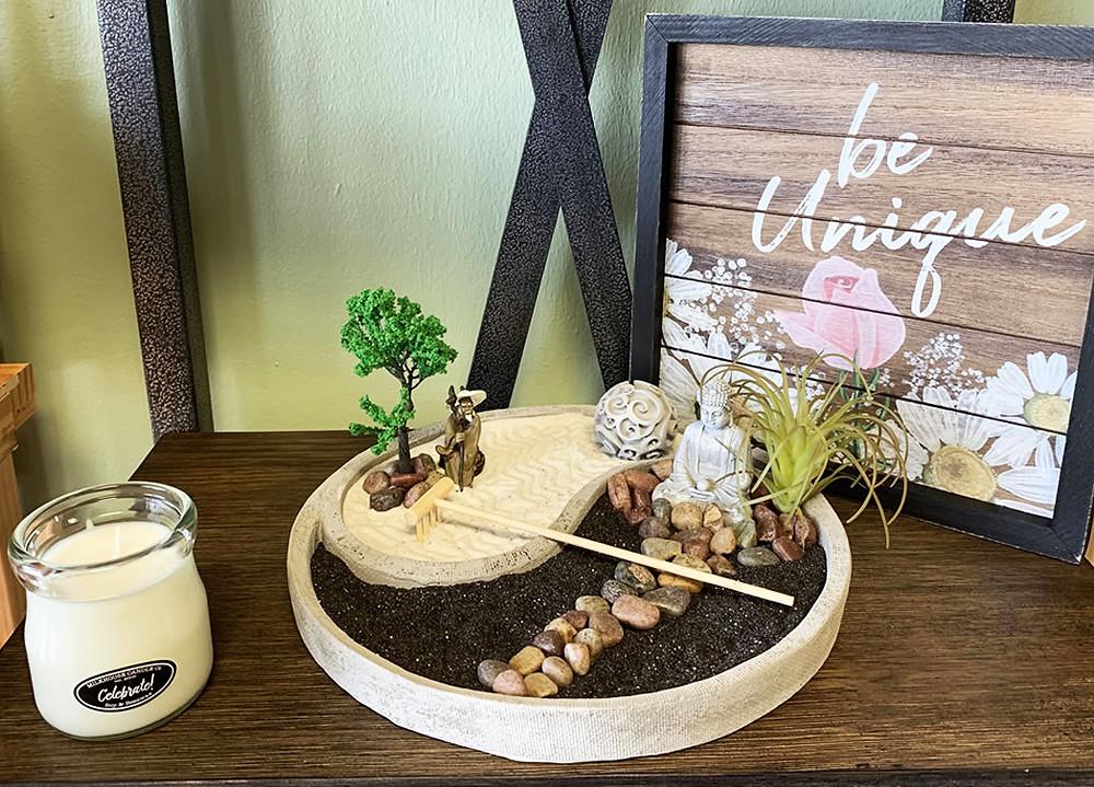 Jardines zen en miniatura con varios elementos