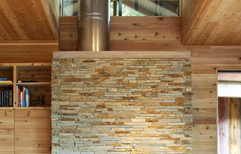 Paneles premontados de piedra natural en el estudio o biblioteca