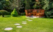 Camino_de_piedras_en_el_jardín._DEPIEDRA